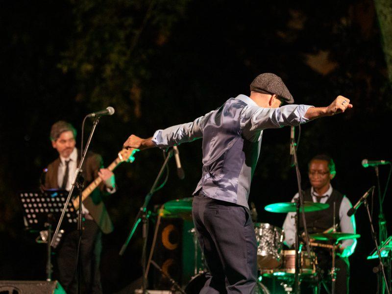 Coletivo Gira Sol Azul feat. Roger Biwandu e R!X